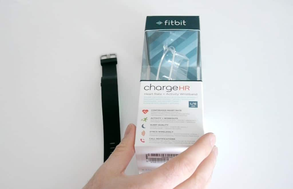 Le Charge HR de chez Fitbit et son coffret.
