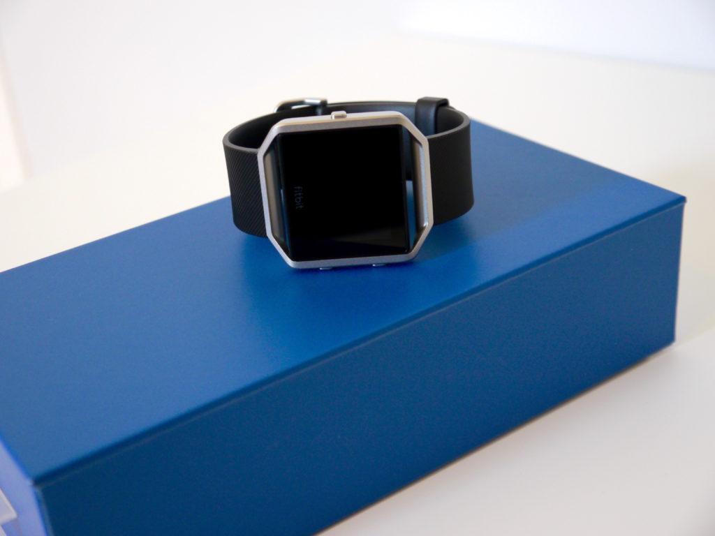 Le tracker est livrée dans cette boite bleue
