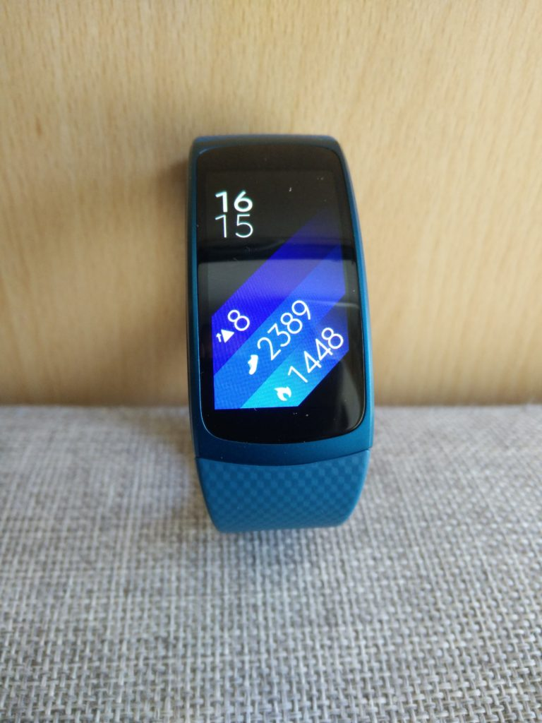 Gear Fit 2 - Photo debout 1
