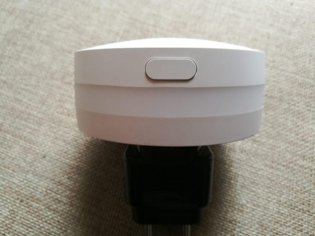 Le bouton a trois fonctions : alimentation, reset ou armement de l'alarme.