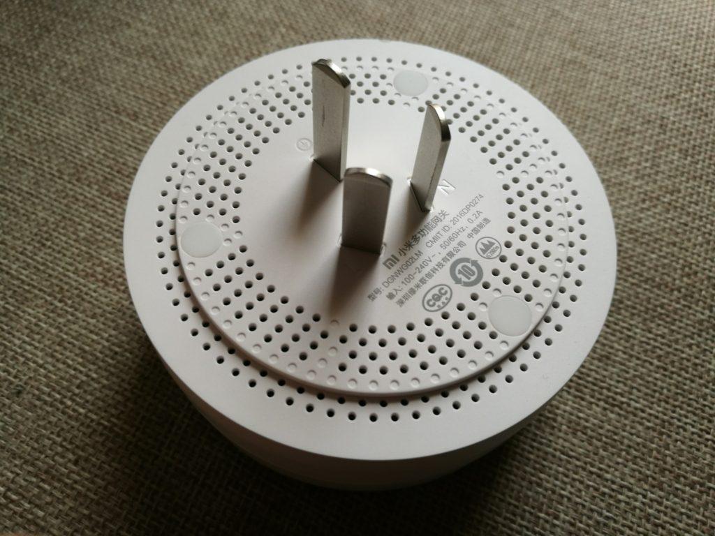 Matériel chinois oblige, il faudra composer avec un adaptateur (fourni par Gearbest).