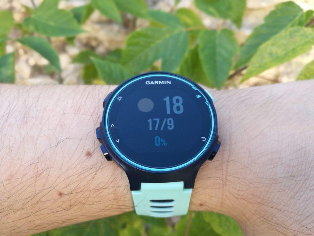 La montre connectée peut afficher des informations comme la météo ou votre agenda.