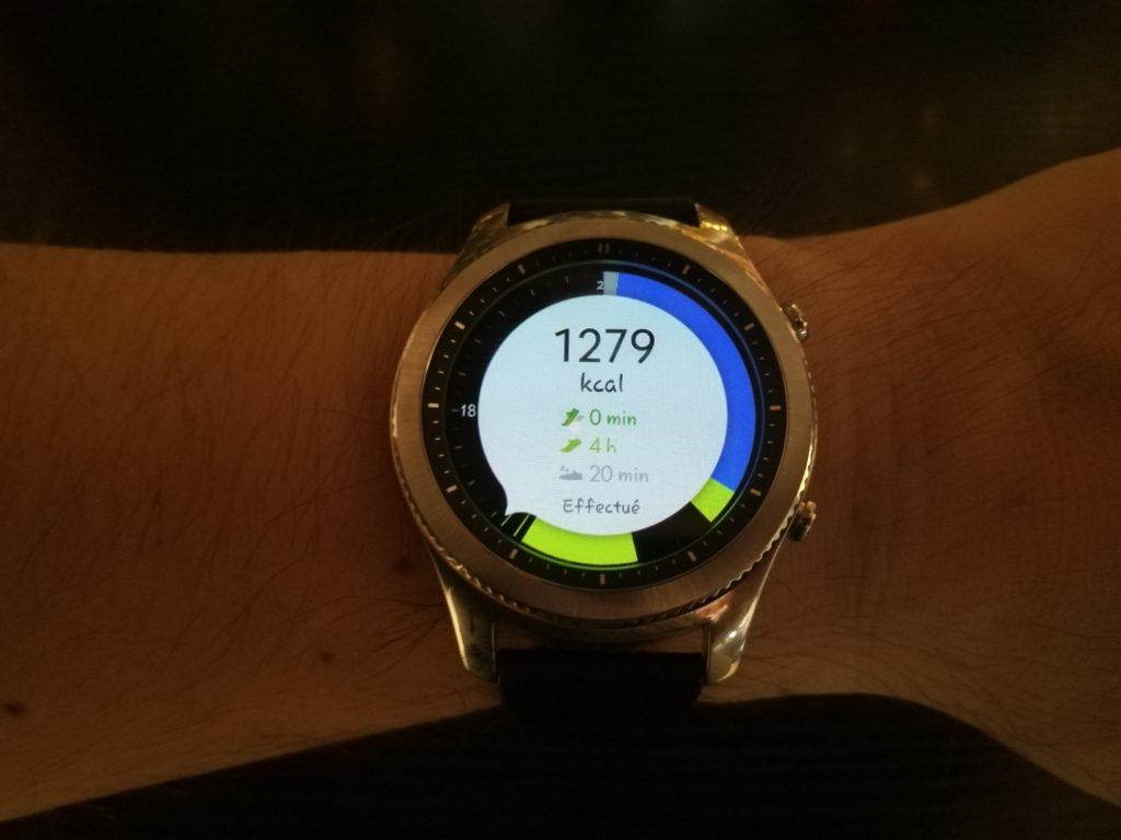 La Gear S3 fait aussi office de traqueur d'activité avec une forte intégration de S-Health.