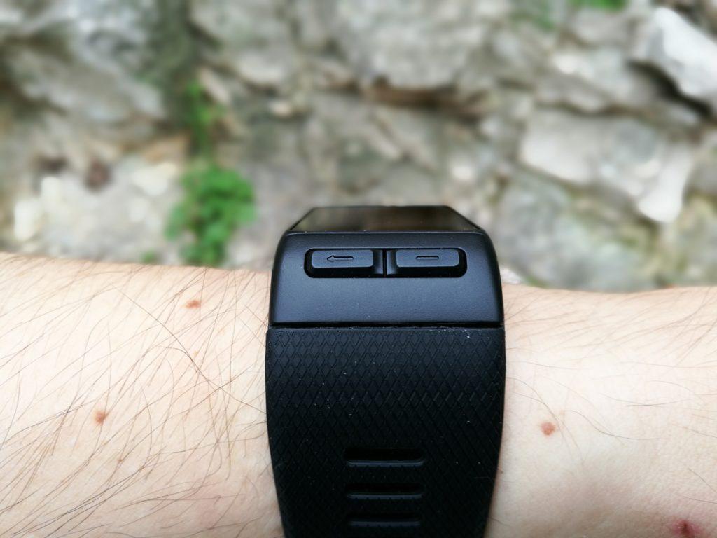 Les boutons physiques servent à naviguer dans l'interface.