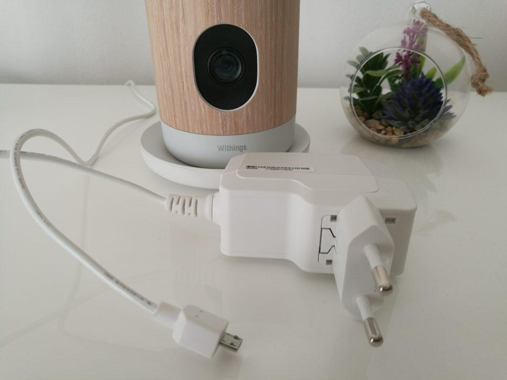 Dommage que le câble USB soit directement lié à l'adaptateur, ça empêche le branchement sur une Box ou toute autre source USB.