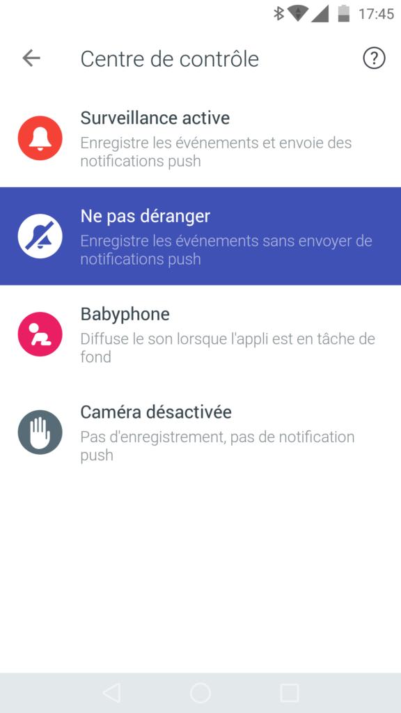 Il y a quatre modes disponibles pour la caméra, dont un similaire au baby-phone.