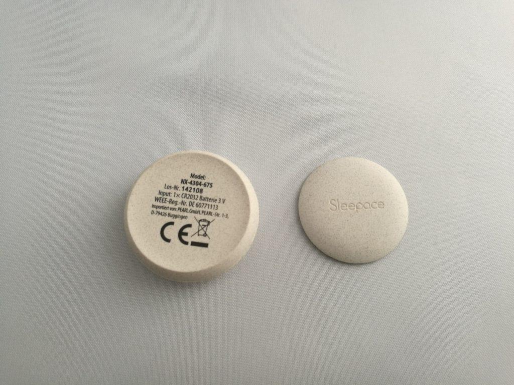 La fixation se fait via une pastille magnétique.