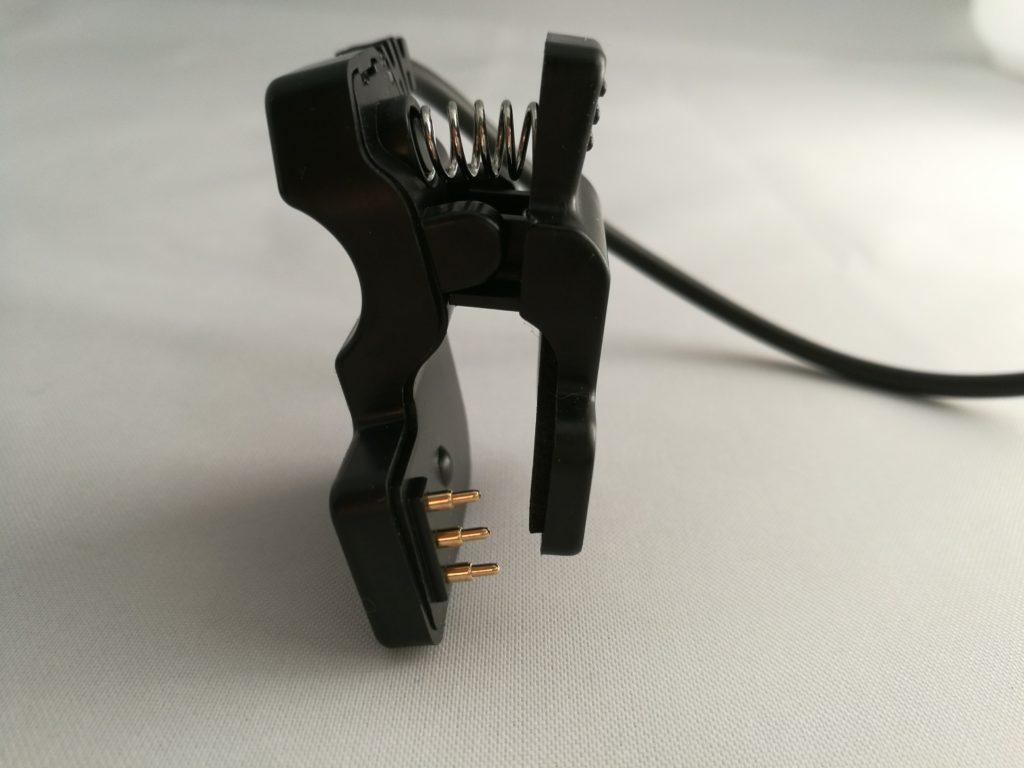 Les connecteurs du chargeur semblent très fragiles.
