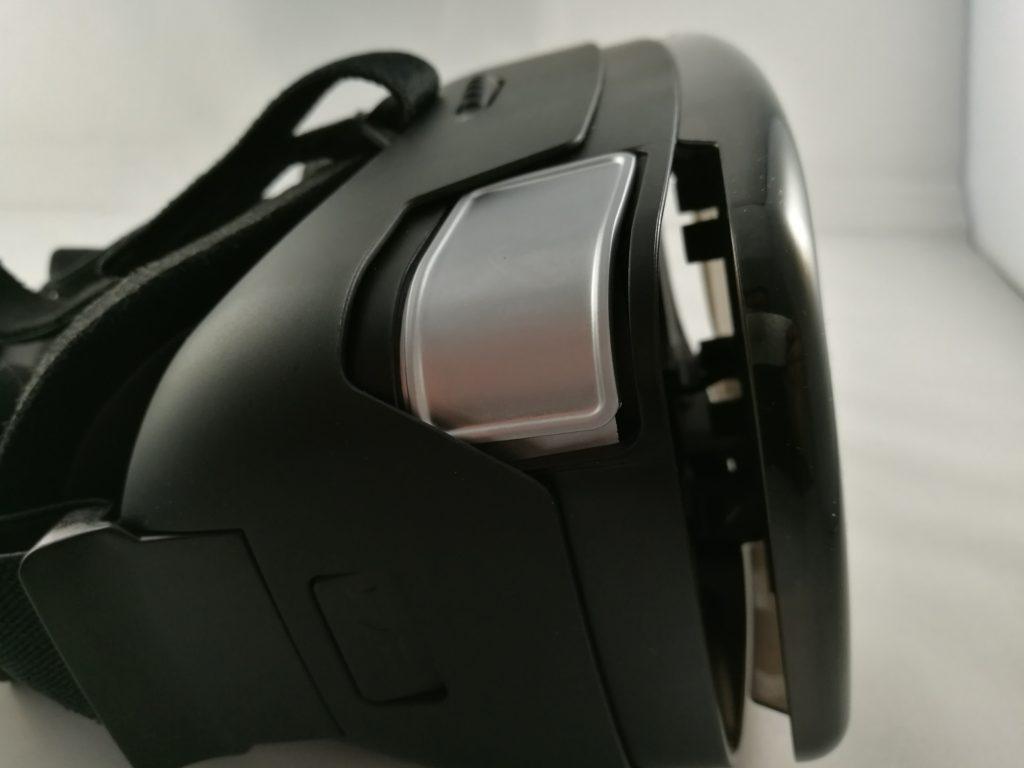 Le Homido V2 est équipé d'un bouton capacitif pour interagir avec les applications.