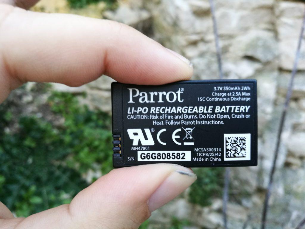 La batterie est identique à celle des autres mini-drones de la marque.