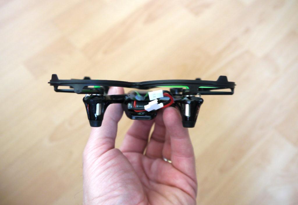 Emplacement carte mini SD et batterie sur le Drone hubsan X4