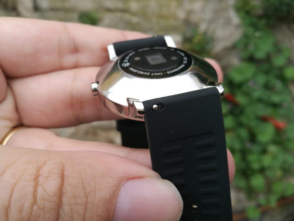 La Withings Steel HR utilise des bracelets de taille standard.