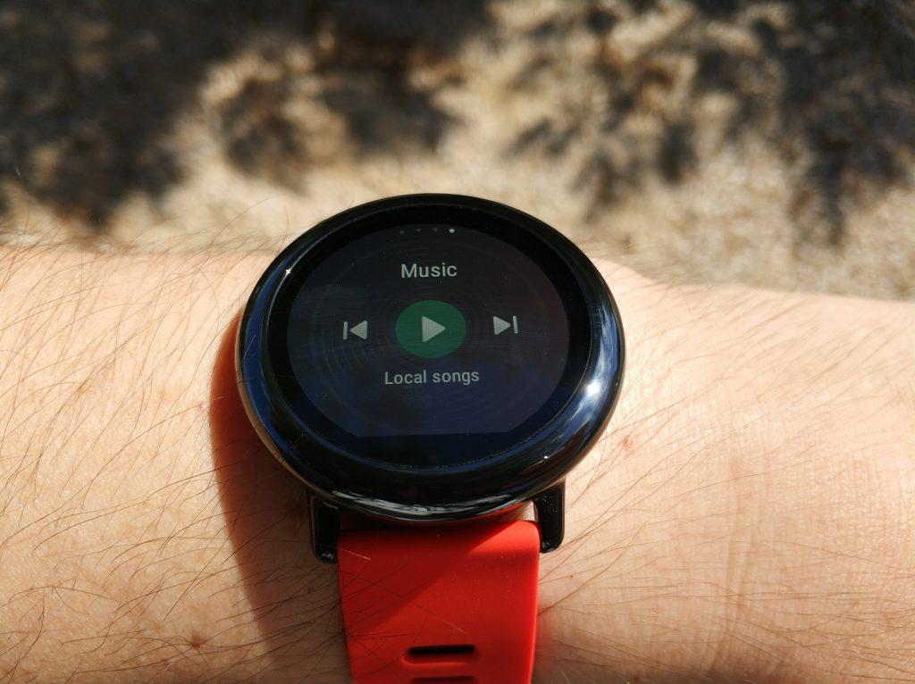 l'Amazfit Pace peut se connecter à un casque Bluetooth et diffuser la musique enregistrée sur sa mémoire.